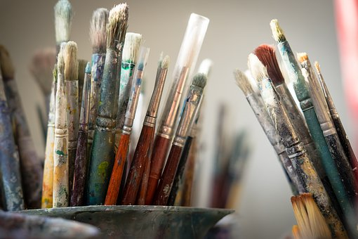 image of a bunch of different types of oil painting brushes for beginners